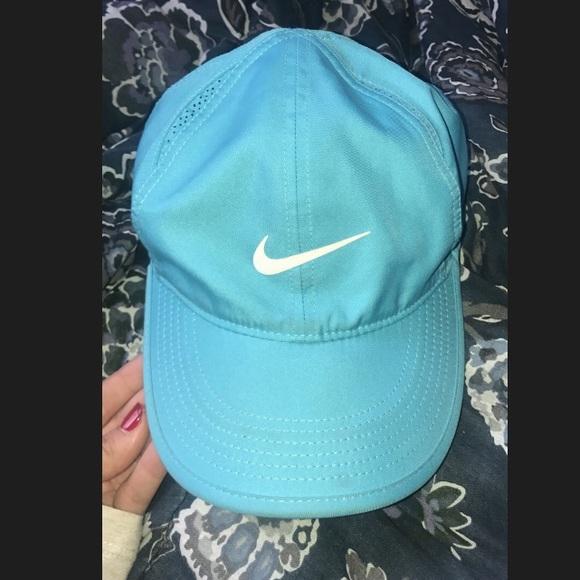 Women s nike hat. M 5a85b9215512fd2a507afd7b 0af25ca7c30
